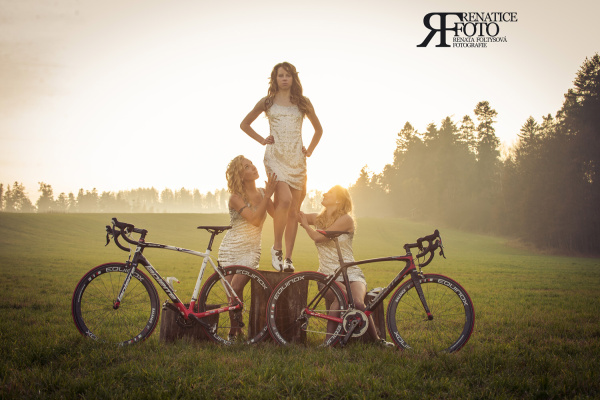Podpořte ženskou závodní cyklistiku zakoupením povedeného sportovního kalendáře! | obrázek