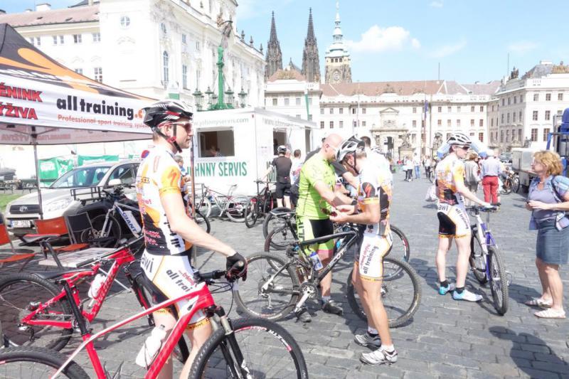 Alltraining.cz se předvedl v samém centru Prahy na pražských schodech! | obrázek