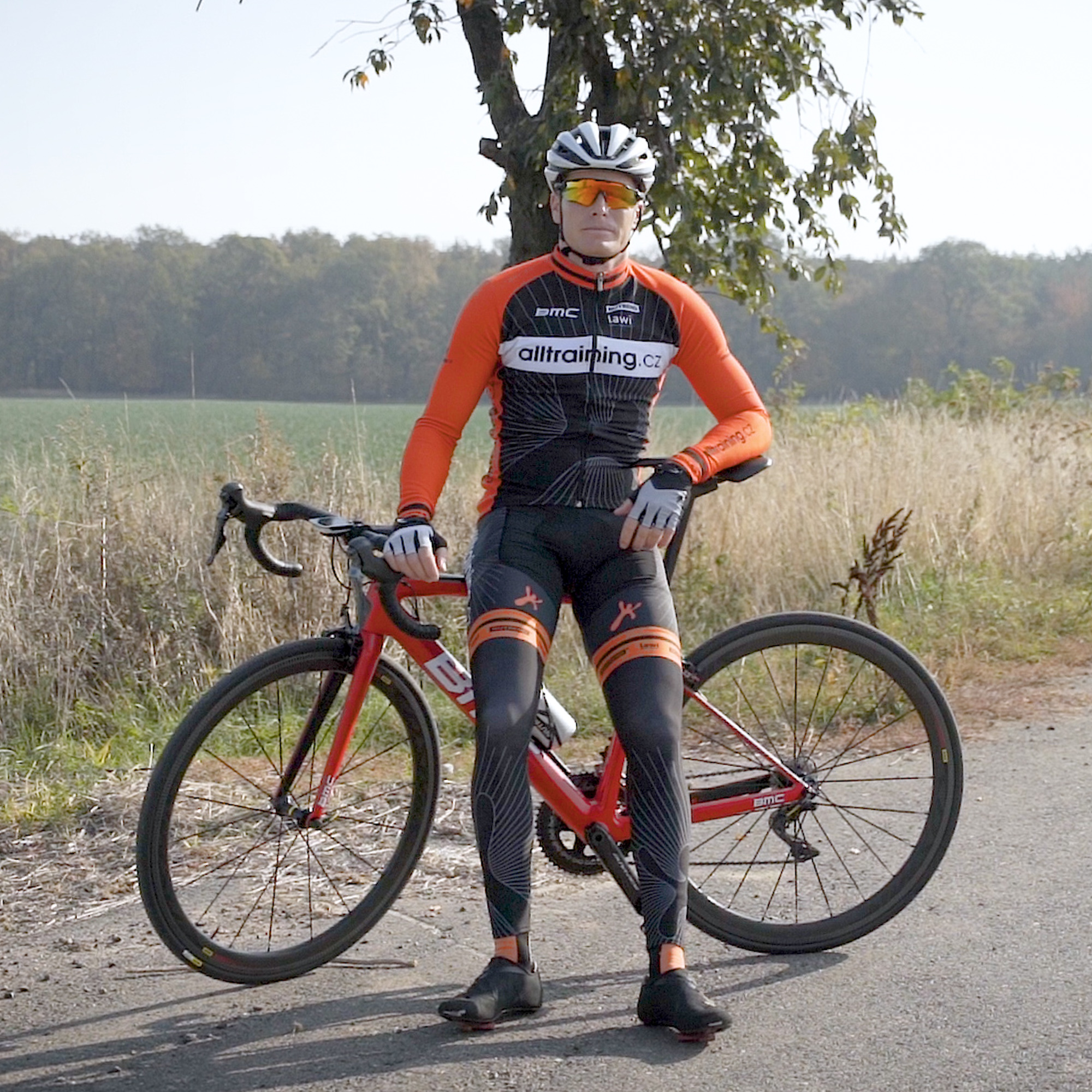 Jak se správně obléknout na silniční a horské kolo?